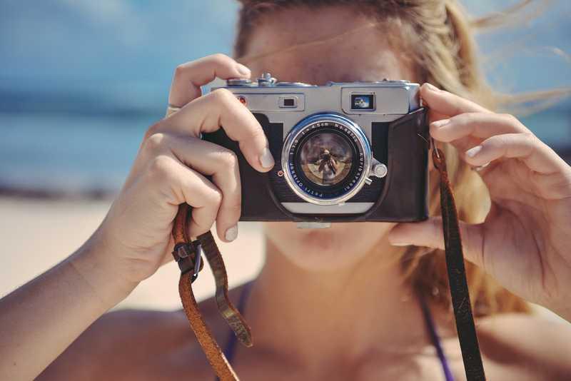 Fotografare e filmare i momenti più belli delle vacanze estive.